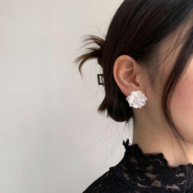 로더마인 - 화이트 플라워 귀걸이
